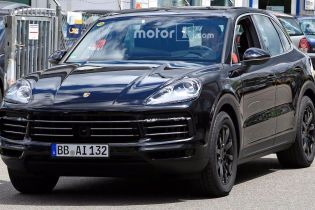 Porsche вывел на тесты новый Cayenne