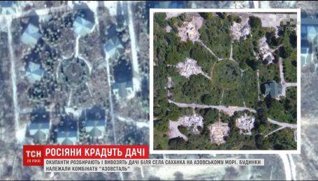 """Окупанти розбирають і вивозять дачне селище """"Дончанка"""" на Азовському морі"""