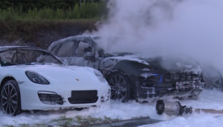 У Гамбурзі спалили автосалон Porsche