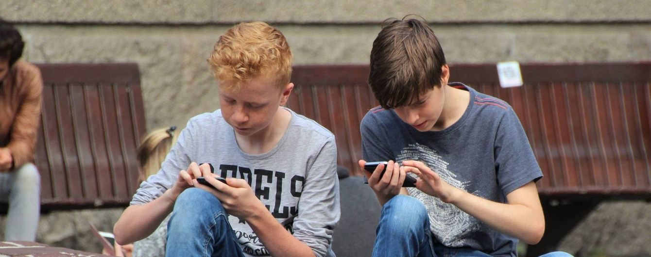 Гончаренко подал в Раду законопроект о запрете использования смартфонов школьниками на уроках
