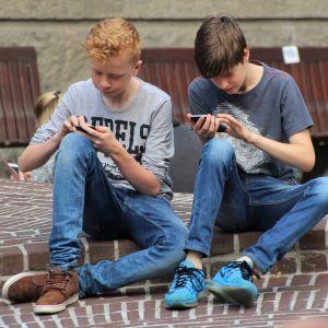 Гончаренко подав до Ради законопроєкт про заборону використання смартфонів школярами на уроках