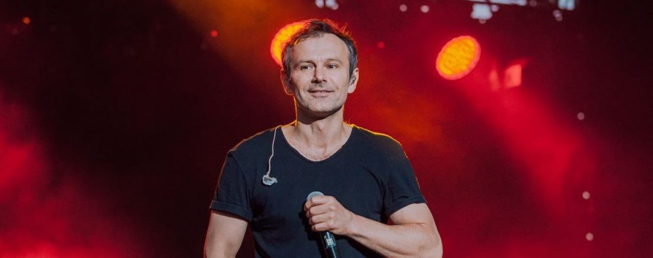"""Ведучий """"Первого канала"""" своєрідно вибачився за приписані концерти """"Океану Ельзи"""" в Росії"""