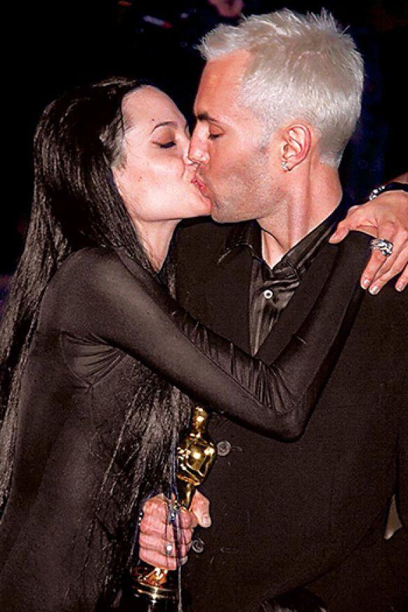 джолі, поцілунок