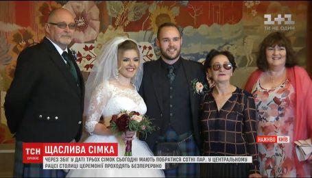 Из-за совпадения в дате трех семерок в центральном ЗАГСе столицы поженились 78 пар