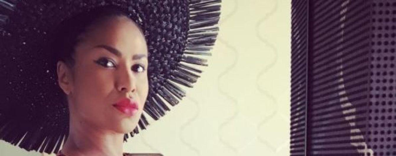 Певица Гайтана намекнула, что впервые стала мамой