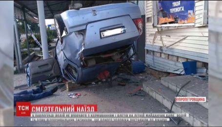 В Павлограде легковушка протаранила кафе, есть погибшие