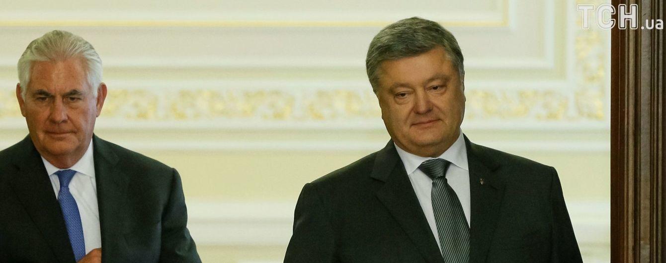 Порошенко и Тиллерсон обсудили дальнейшие шаги для развертывания миротворцев на Донбассе