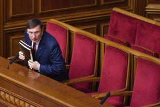 Луценко готов подписать представление о снятии неприкосновенности с трех нардепов