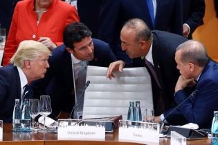 Путин, Панин и голые девушки. Юзеры устроили фотошоп-батл из-за пустого стула на саммите G20