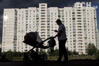 В Україні майже 120 тисячам аліментникам заборонили виїжджати за кордон