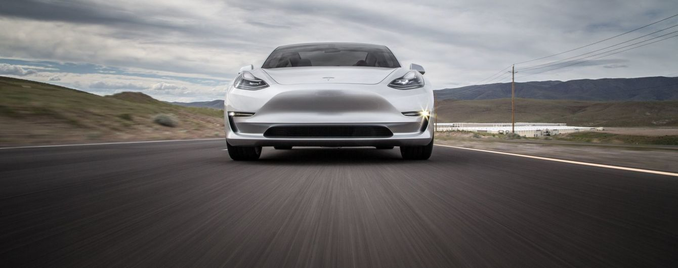 На заводе Tesla не успевают красить автомобили