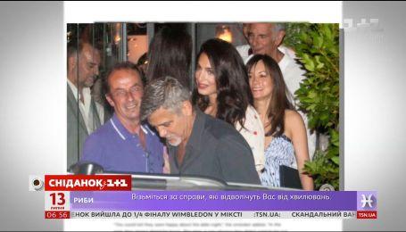Джордж Клуні зі своєю дружиною вперше вийшов в люди після народження двійнят