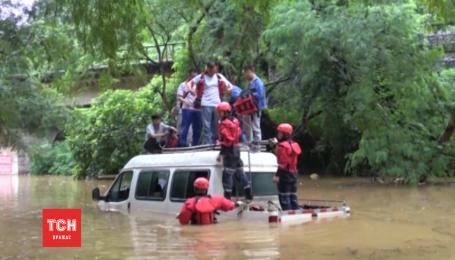 Китайские спасатели активизируют усилия по борьбе с наводнениями