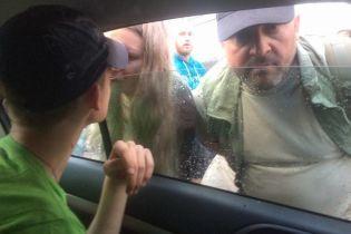 Среди нападавших на секс-лекторий в Киеве опознали парня Виты Завирухи, судимого за расстрел ГАИшников