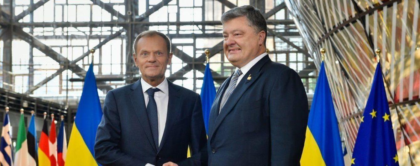 Порошенко поблагодарил Туска за консенсусное решение ЕС ввести санкции против РФ