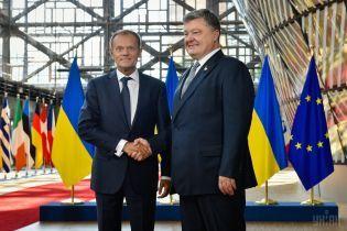 Порошенко подякував Туску за консенсусне рішення ЄС впровадити санкції проти РФ