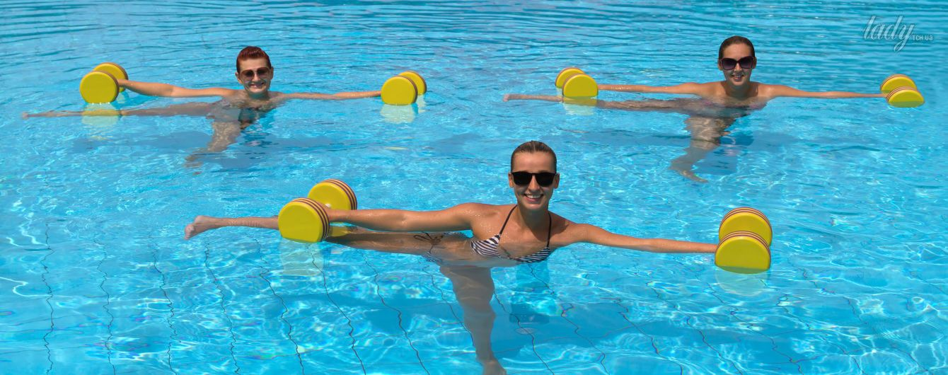 Аквааэробика: 7 упражнений, которые можно выполнять на пляже