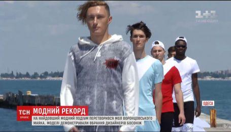 Мол Воронцовского маяка в Одессе превратился в самый длинный модный подиум Украины