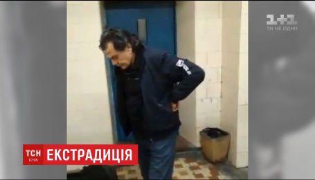 """Італійського шахрая та """"гаманця"""" мафії, який переховувався в Україні, екстрадували на батьківщину"""