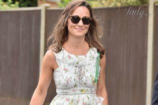 В платье с рюшами и зеленой сумкой: Пиппа Миддлтон тоже побывала на Уимблдоне