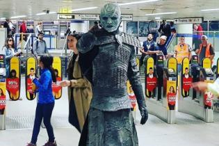 Білі ходоки в лондонському метро та битва на світових мечах під вигуки актора Оуена Вілсона. Тренди Мережі