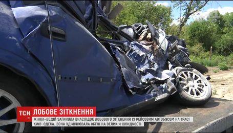 У загибелі молодої жінки на трасі Київ-Одеса дорожники винуватять нетерплячість водіїв