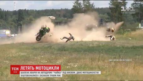 На бешеной скорости в Киеве столкнулись два мотоциклиста