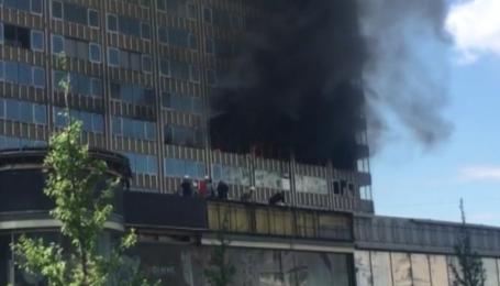 В центре Москвы крупный пожар в многоэтажном доме