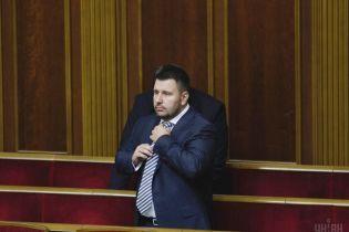 Суд заочно взяв під варту ексміністра-втікача Клименка