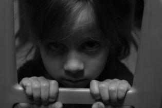 Ученые рассказали, как избиение детей родителями влияет на их характер