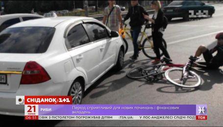 Автомобілісти проти велосипедистів: права двоколісних на дорозі
