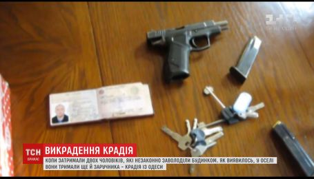 На Київщині зловмисники утримували заручника в будинку, яким заволоділи незаконно