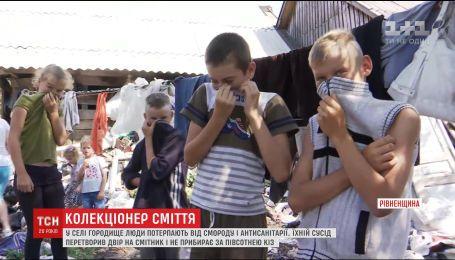 Жителі села Городище потерпають від чоловіка, який роками зносить сміття і не прибирає за худобою