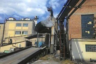 """Масштабное наступление на """"теневой"""" спирт: на десятках заводов проводят обыски"""