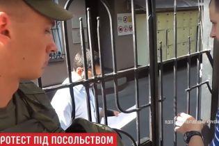 Посольство Італії прийняло вимоги пікетувальників про звільнення Марківа