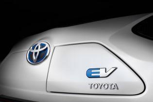 Toyota скрывает детали сотрудничества с Geely