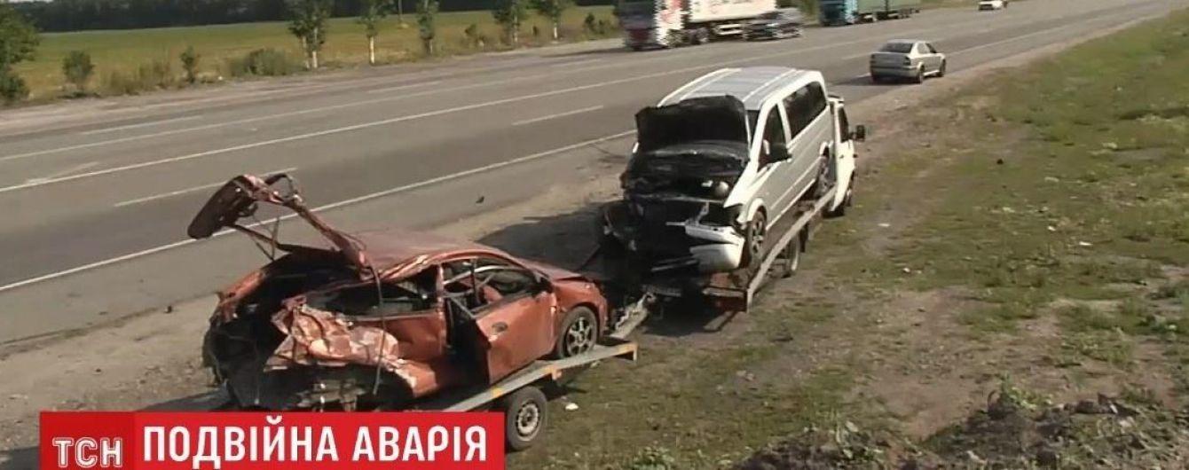 """""""Білоруська"""" ДТП під Києвом стала подвійною: неподалік на смерть розбилася киянка на Mazda"""