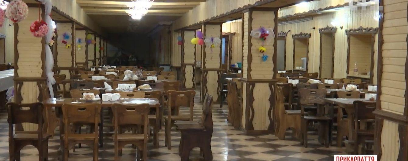 На Прикарпатті закрили відпочинковий комплекс, де отруїлися понад 30 туристів
