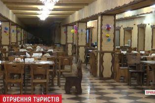 На Прикарпатье закрыли развлекательный комплекс, где отравились более 30 туристов