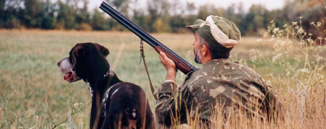 Под Киевом в лесу из охотничьих ружей расстреляли двух пенсионеров