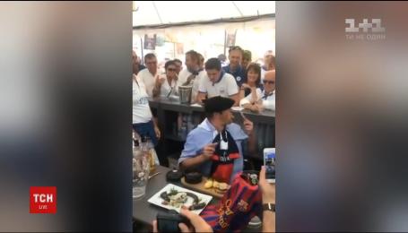 Французькому політику довелося з'їсти щура, програвши парі на результат футбольного матчу