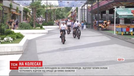 С сегодняшнего дня одесская полиция на новеньких велосипедах патрулирует курортную зону