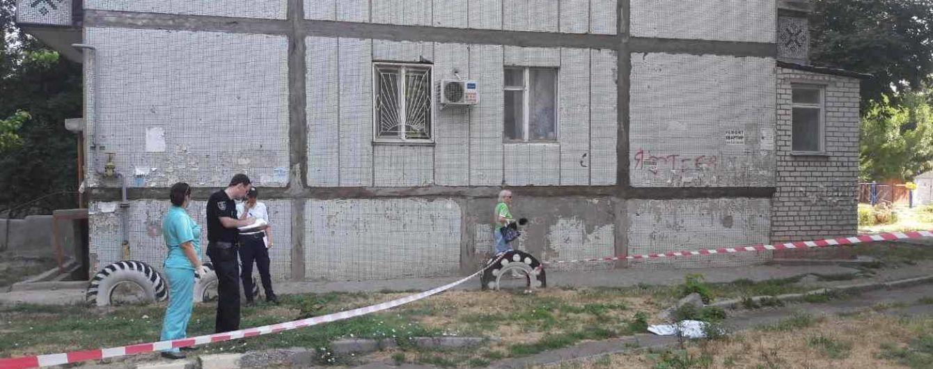 В Николаеве двухлетний малыш выпал из окна 4-го этажа