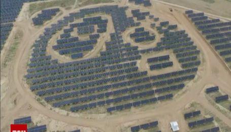 Китайці спорудили першу в світі сонячну електростанцію у формі двох гігантських панд