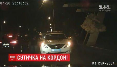 На Львівщині невідомі напали на поліцейський патруль та побили копів
