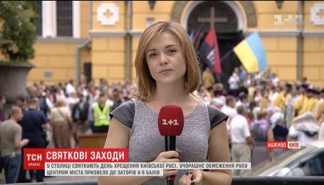 Сотні вірян зібралися біля Володимирського собору помолитися за мир в Україні