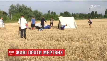Жителей одного из микрорайонов Виннице протестуют против соседства с будущим кладбищем
