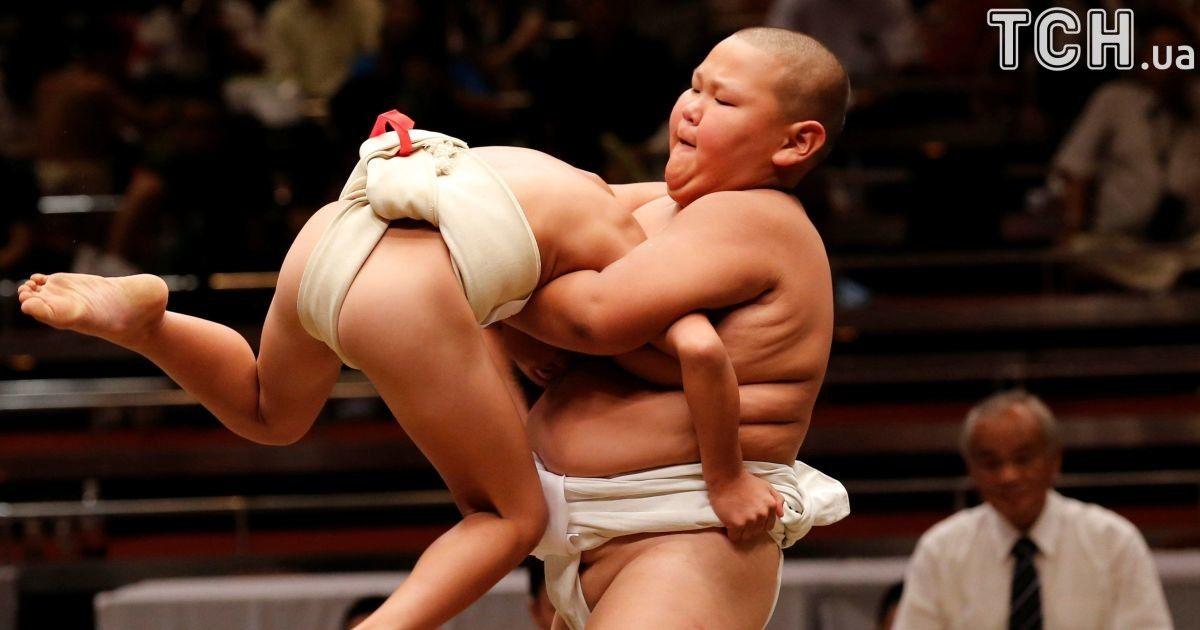 Як діти в школу. Reuters показав видовищні змагання японських школярів із сумо