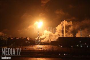 В Роттердаме загорелся крупнейший нефтеперерабатывающий завод Европы