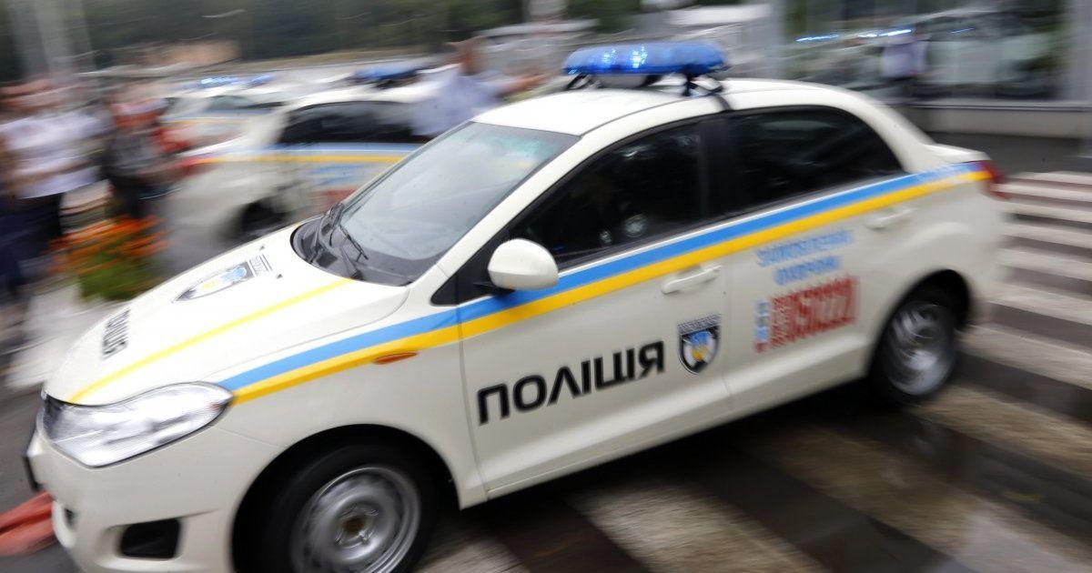 В Киеве на территории школы обнаружили труп мужчины с ножевыми ранениями